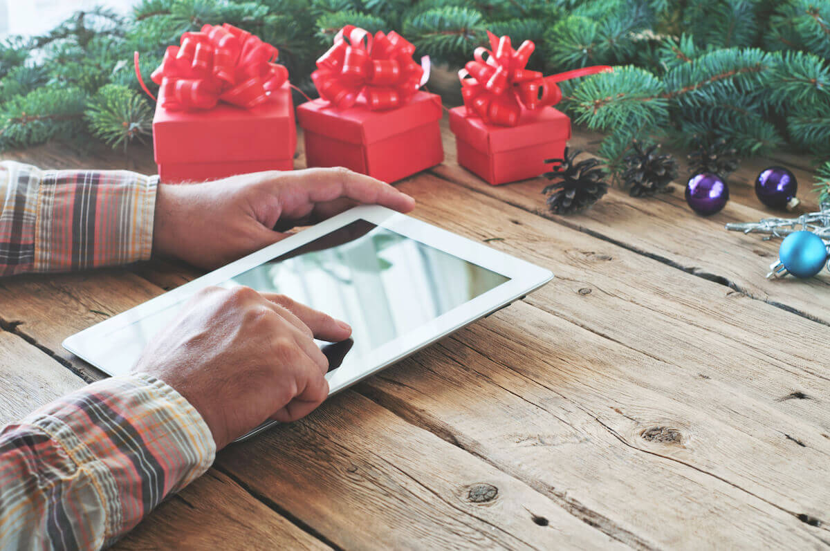 5 ways to connect with customers online during the holiday season